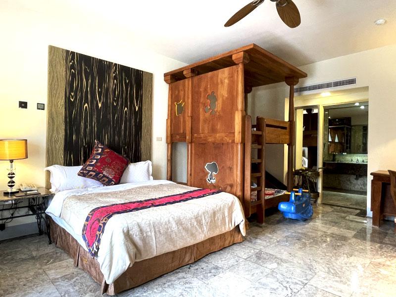 花园别墅天鹅公主Villa Villa 一大床 / 梦幻溜滑梯床